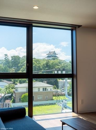 大きな窓からは見える小田原城が望めます