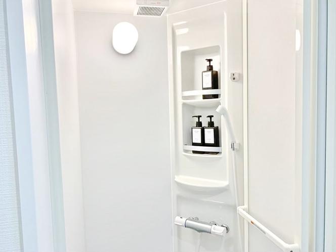 シャワー室も用意していますので、大人数でも混みあいません