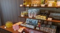 【売店】伊豆のお土産が並ぶ売店。
