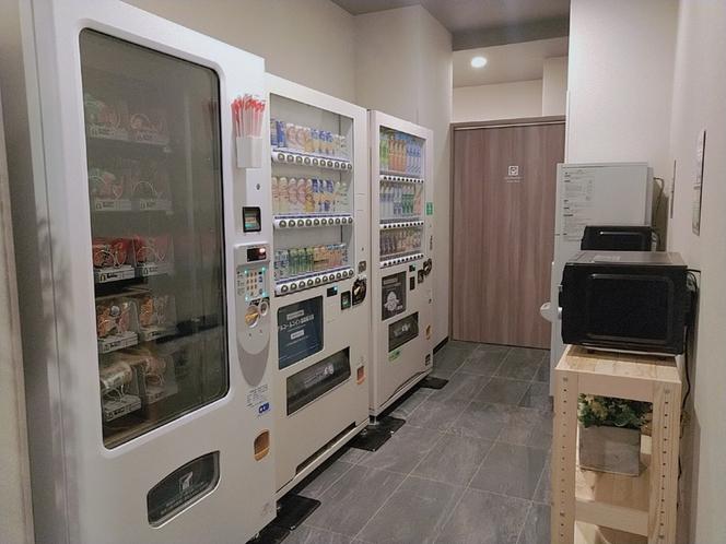自動販売機コーナー (ソフトドリンク・アルコール・軽食)