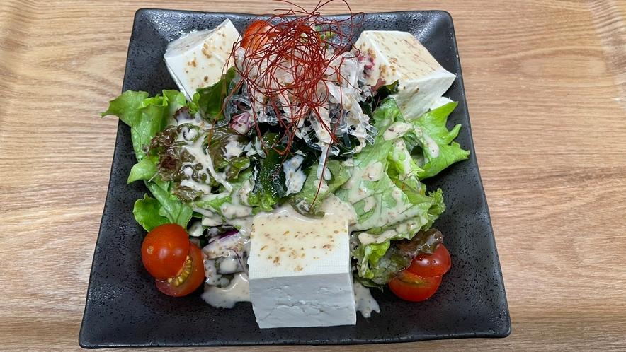 夕食メニュー ~豆腐サラダ~ テイクアウトも承っております