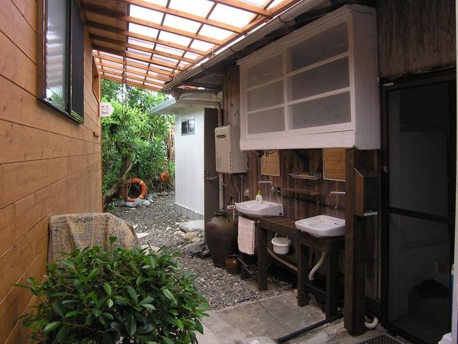 レトロツイン手洗い(外側)