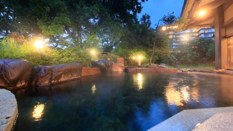 温泉:本館北大浴場「加賀浴殿」露天風呂
