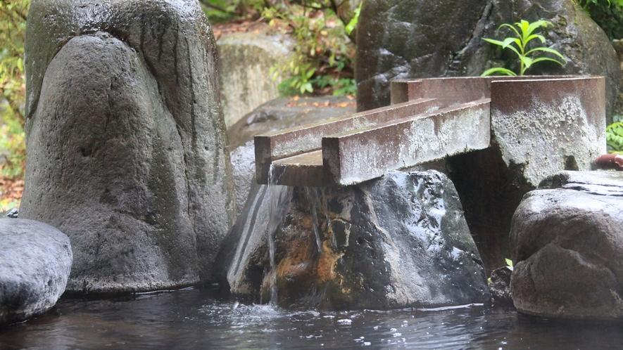 温泉:本館北大浴場「千代女の湯」露天風呂