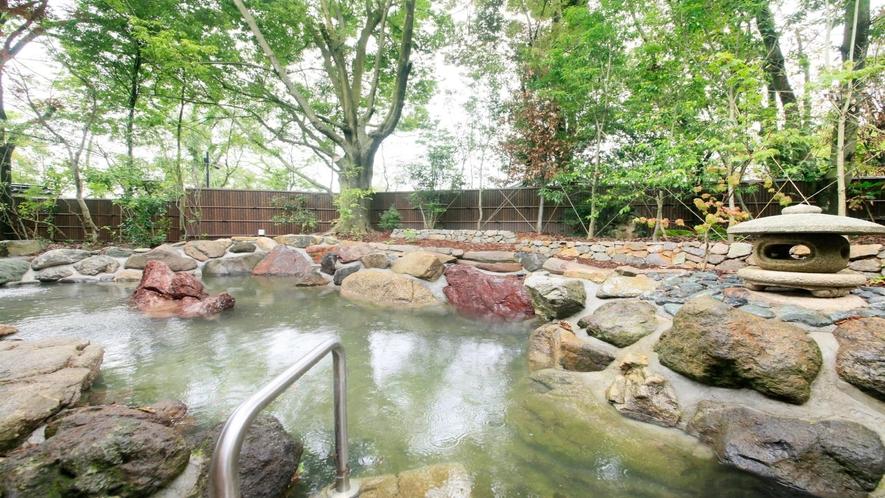 温泉:別邸・奏の湯「紅梅の湯」露天風呂