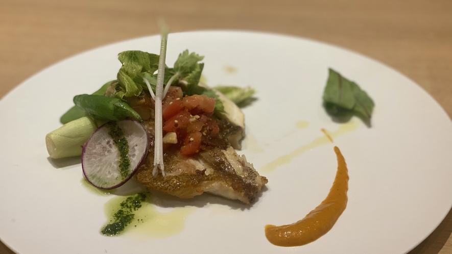 【魚料理一例】氷見産黒鯛のポアレ トマトのコンポゼ