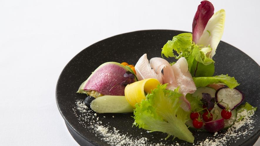 【前菜一例】氷見産福来魚のシーザーサラダ仕立て