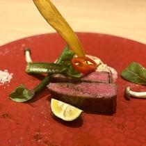 【ある夏の日の肉料理】氷見牛のロティ 山椒のソース