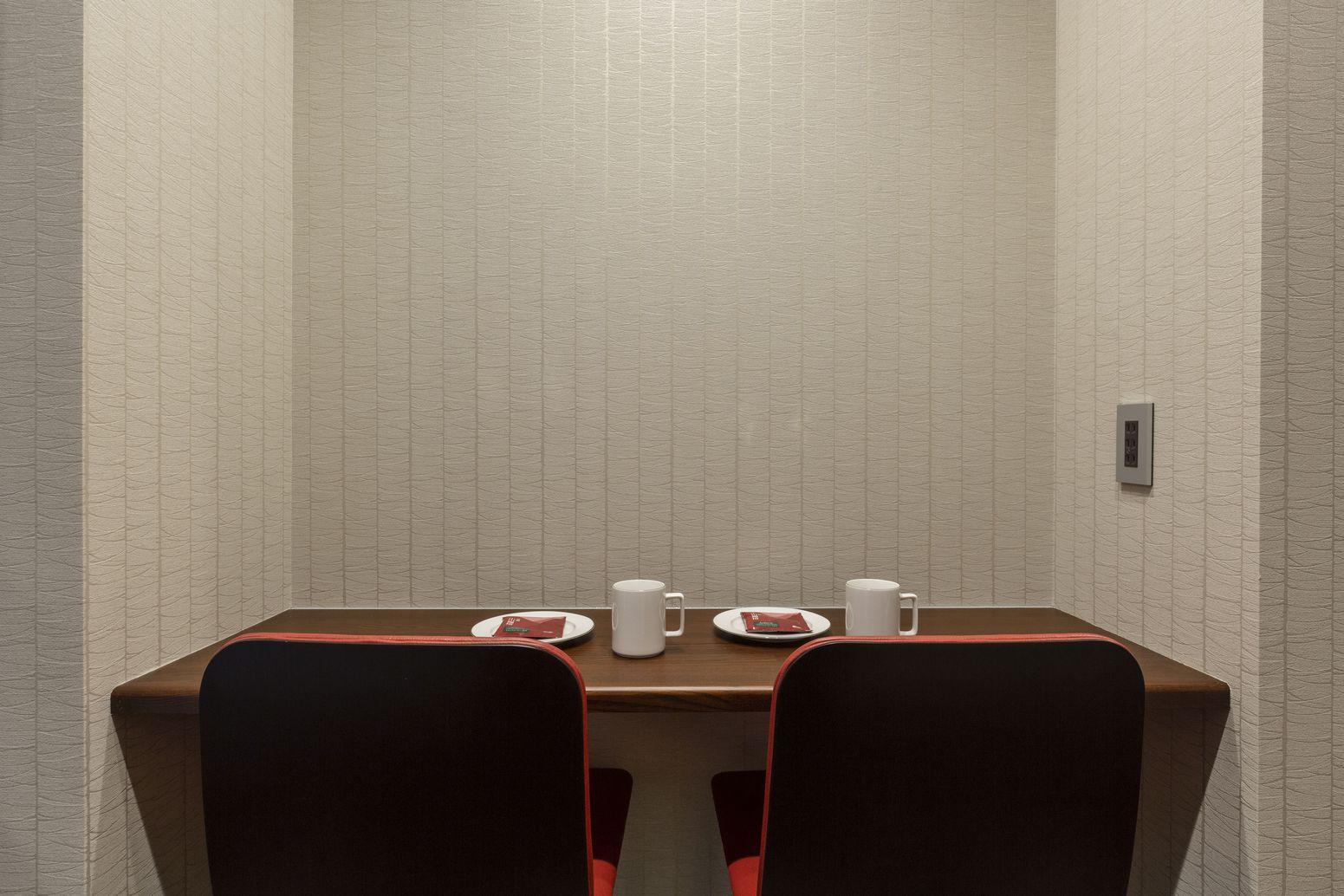 101号室 サイドテーブル画像