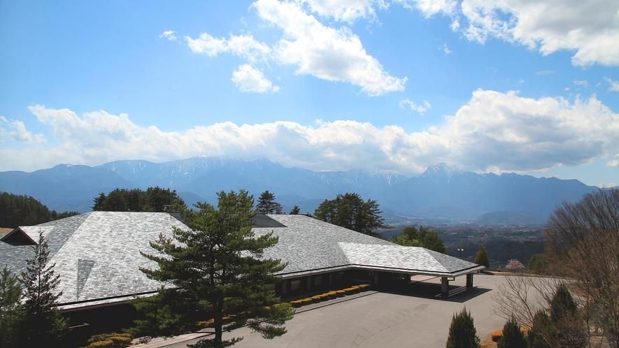 ・【客室からの眺め】天気の良い日には南アルプスの山並みをご覧いただけます