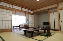 純和室12.5畳+約3.5畳の縁(テーブル・椅子付き)
