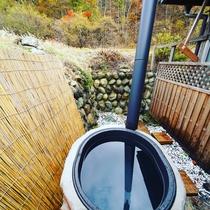 薪で沸かす五右衛門露天風呂