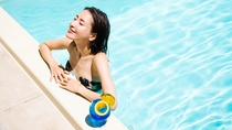 ヴィラスイートのプールは全て温水。プライベートの時間をお楽しみください。