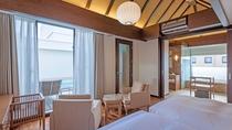 最上階10階に位置する、4室だけのヴィラスイートは温水プライベートプール付き。
