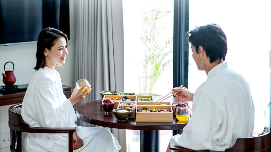 【朝食イメージ】 朝食はバスローブ姿でゆっくり味わうプライベート空間で