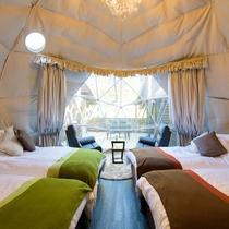 【グランピング】インスタ映え◎のドームテントの中は、温泉水を利用した熱交換の冷暖房(トイレ完備)
