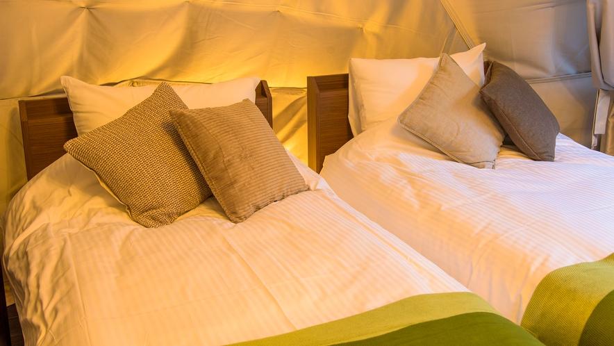 【グランピング】インスタ映え◎のドームテントの中は、温泉水を利用した熱交換の冷暖房。トイレ完備