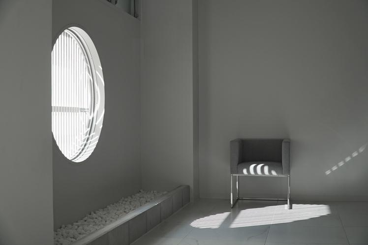 TSUKIMI窓とソファ