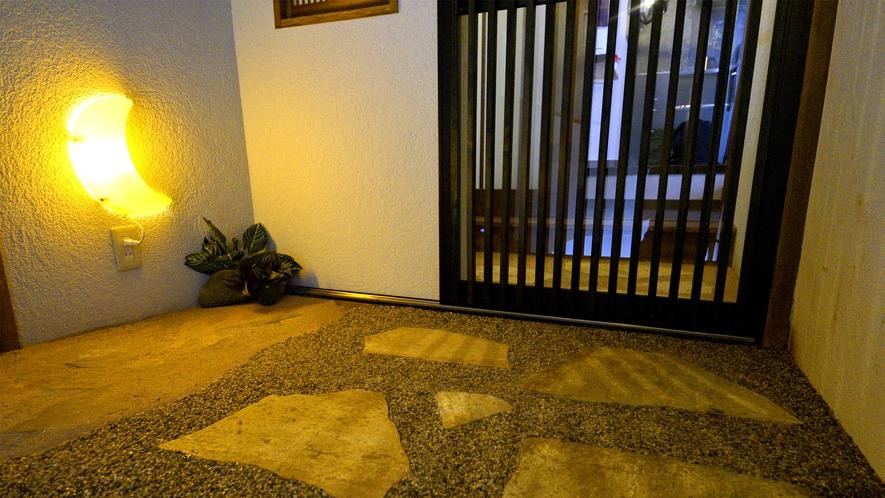 2階 朱の間 玄関前