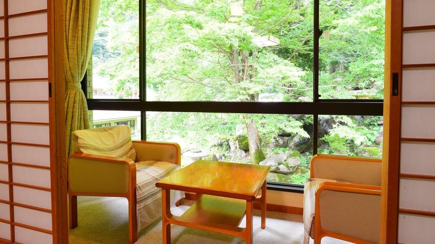 *和室10畳/趣のある庭園を眺めながらお寛ぎいただけます。