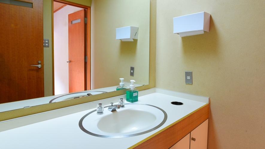 *和洋室/お手洗い・洗面台がございます。