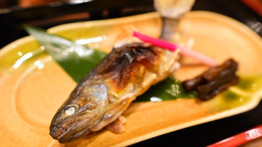 *夕食一例/清らかな清流で育った、岩魚を塩焼きでお愉しみください。