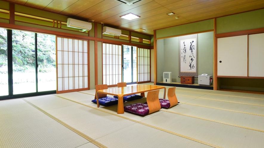 *和室24畳/本館1階にある広々とした和室です。