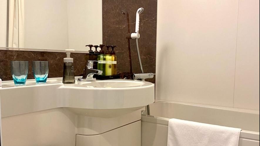 バスルーム 広めのバスタブにゆったりとお寛ぎ頂けます