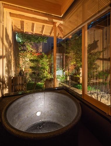 庭園を眺めるお風呂