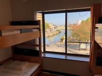 個室(定員4名)03_部屋から見える公園側の風景