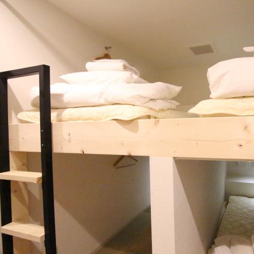 ■グループ・ファミリールーム一例(シャワー・トイレ共用)/プライベートな空間でお寛ぎください。