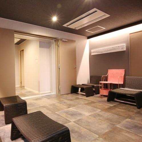 ■共有スペース/シャワールーム近くにも寛ぎスペースをご用意しております。