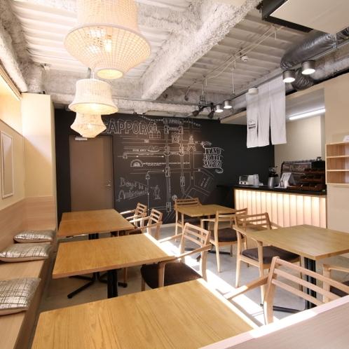 ■1階にあるカフェ/自家焙煎したこだわりのコーヒー、焼き立てのパン、スイーツ等をお楽しみいただけます