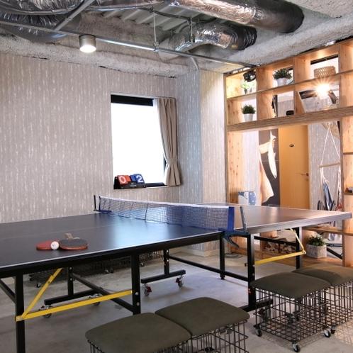 ■2階ゲストラウンジ/卓球台は無料でご利用いただけます。お気軽にお楽しみください。