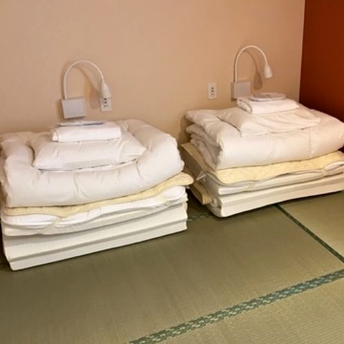 ■和ツインルーム(シャワー・トイレ共用)/畳にマットレスとお布団を敷いてお休みただけます。