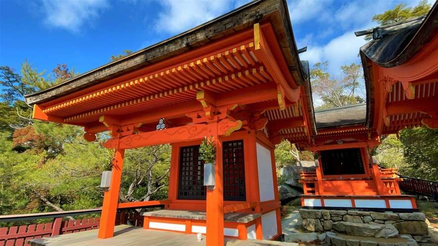 《弥山》 御山神社は弥山霊火堂から仁王門方面へ下がる途中左手に入ります
