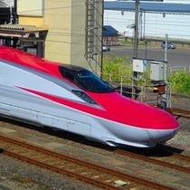 デラックスツインルームから見える秋田新幹線こまち