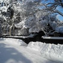 武家屋敷の雪道