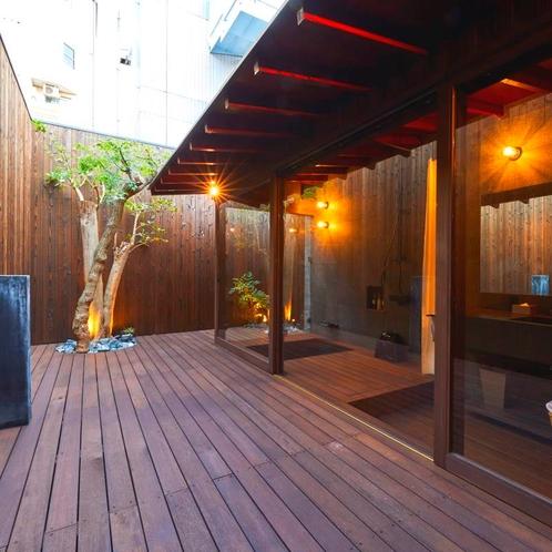 中庭から見る浴場