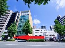 博多駅よりバスをご利用の方は、駅南三丁目下車し矢印方向へ!