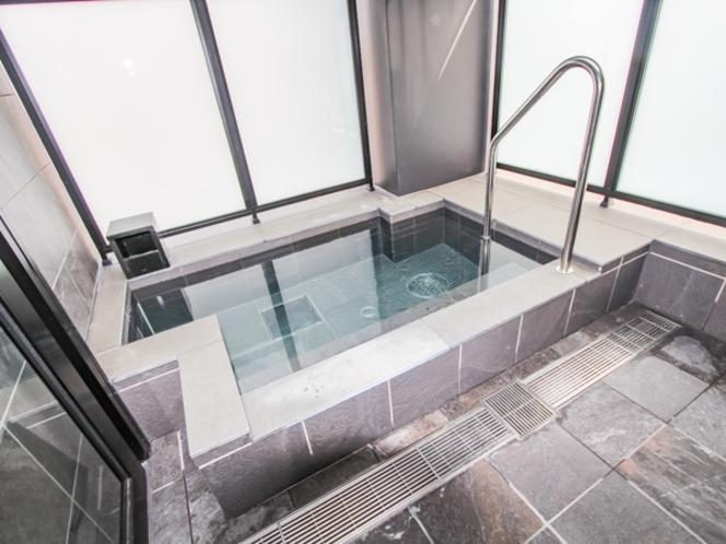 【天然温泉展望露天風呂】 大阪市街をの夜景を楽しめる最上階展望露天風呂♪