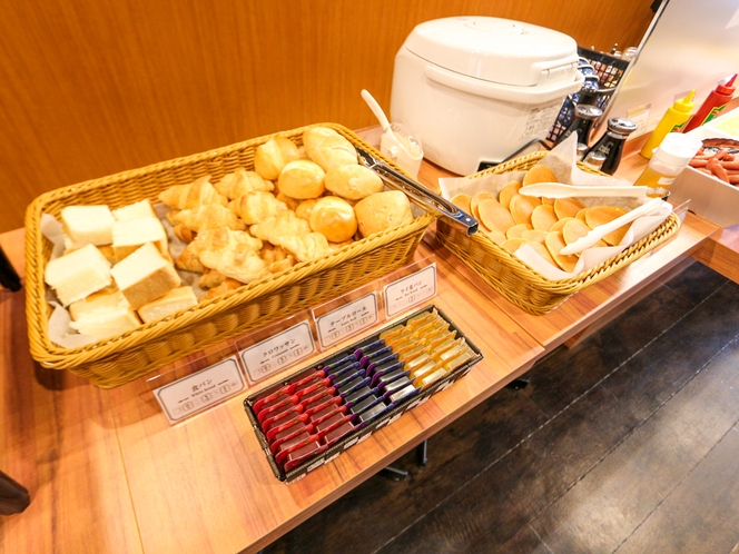 ◆軽朝食◆自慢の焼きたてパン♪パンケーキは女性のお客様にも人気♪