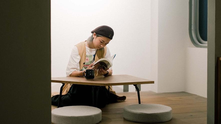 ・客室で静かに読書タイム