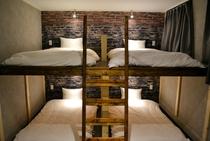 8人個室(101)〔造作2段ベッド〕