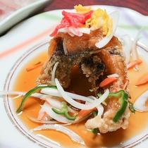 *【夕食一例】鯉のあんかけ。餡は親子3代に渡る秘伝の味付けです
