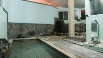 *【大浴場(女湯)】人工大理石の湯船。広い湯船なので足先まで伸ばせます!