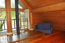 Log House 館内