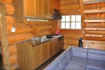 Log House キッチン