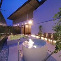 ●山村別館●女性側露天風呂「そよか」夜間