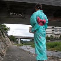 夏には川沿いを色浴衣付のプランでお散歩♪
